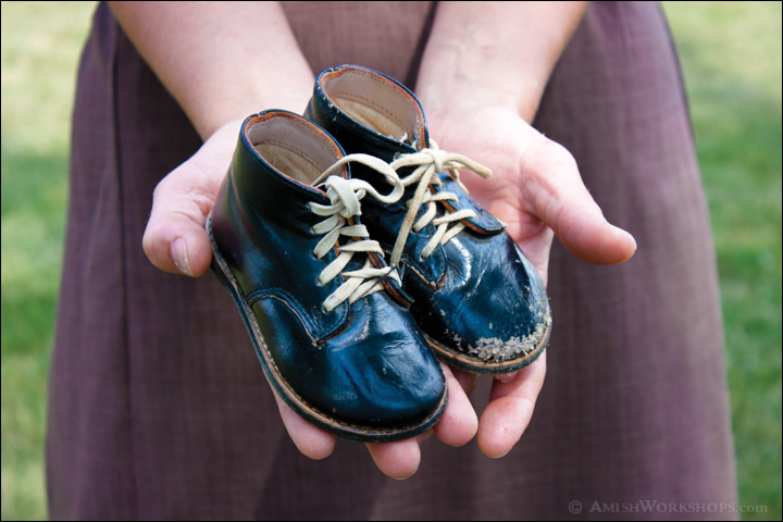 amish-childs-shoes